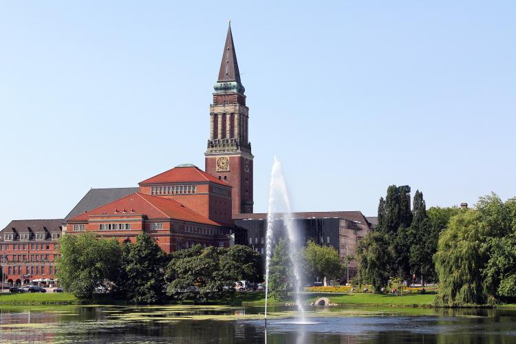 Kiel-Sicht-auf-Rathaus-1500px