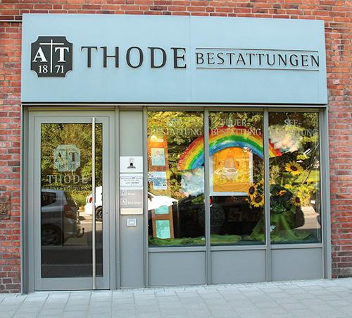 thode-bestattungen-schaufenster