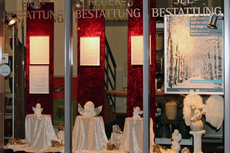 Schaufensterthema Engel Thode Bestattungen