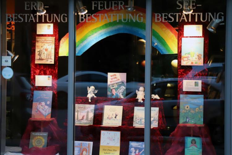 Schaufensterthema Kinderbücher zum Thema Tod, Trauer Abschied