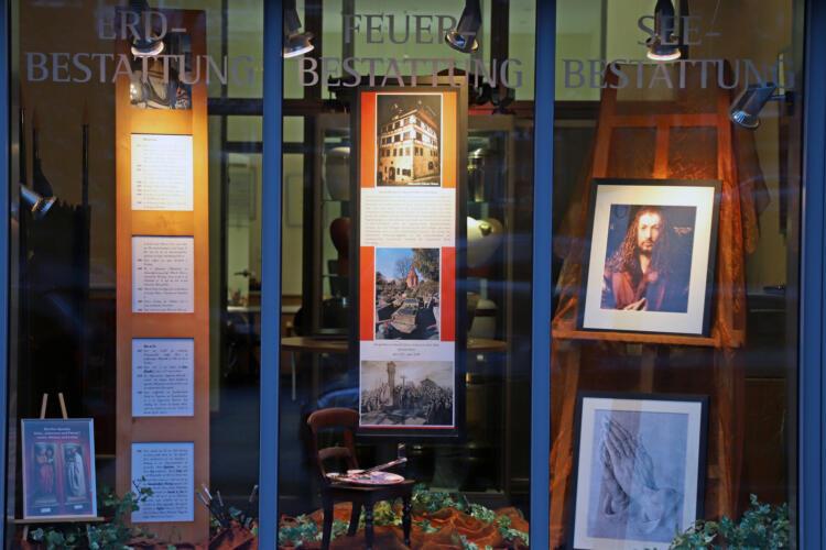 Schaufenster Thode Bestattungen Albrecht Dürer