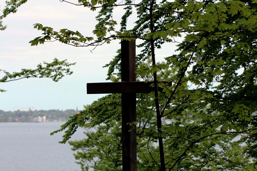 Begräbniswald-Küstenfrieden-in-der-Eckernförder-Bucht-Eckernförde-Andachtsplatz